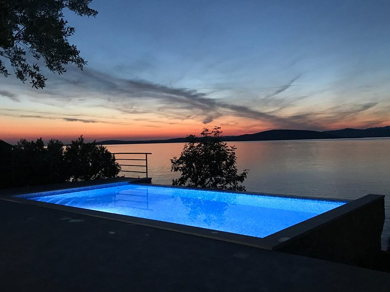 Villa Jadranka with swiming pool and private beach near Split, holiday rental in Solta Island