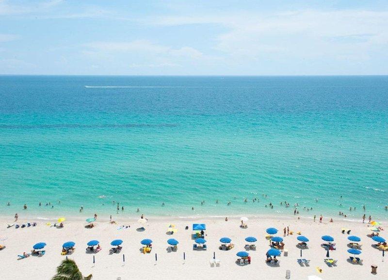Oceanfront Studio apartment, casa vacanza a Sunny Isles Beach