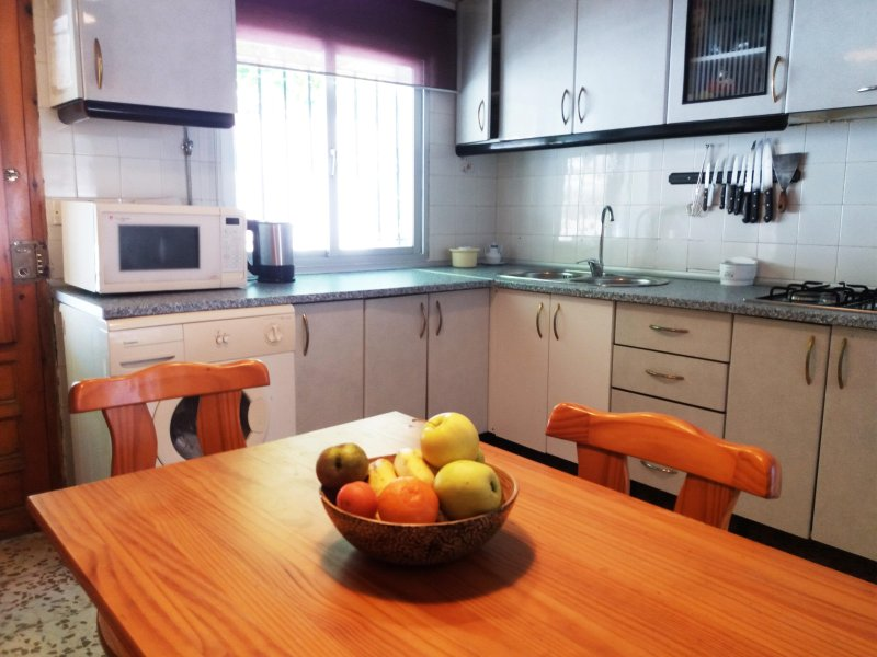 cozinha muito espaçoso e confortável. bem equipados