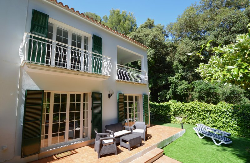 Casa Playa en Cala Galdana (1 minuto de la playa), holiday rental in Ferreries