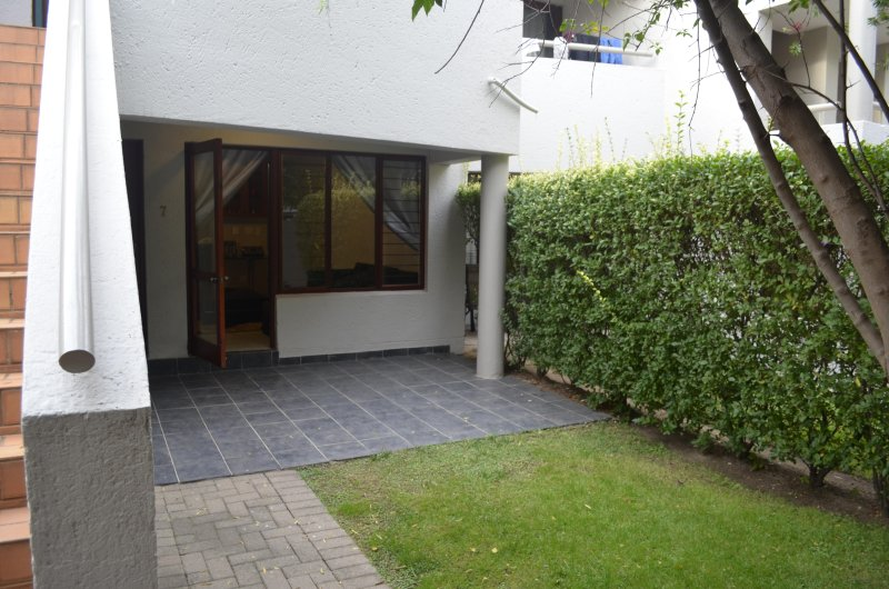 Executive Apartment in Sandton, holiday rental in Rivonia