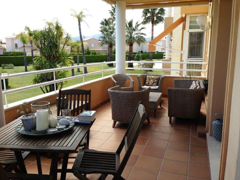 Apartamento de lujo junto a la playa y al club de golf Oliva Nova.(Valencia), holiday rental in Oliva