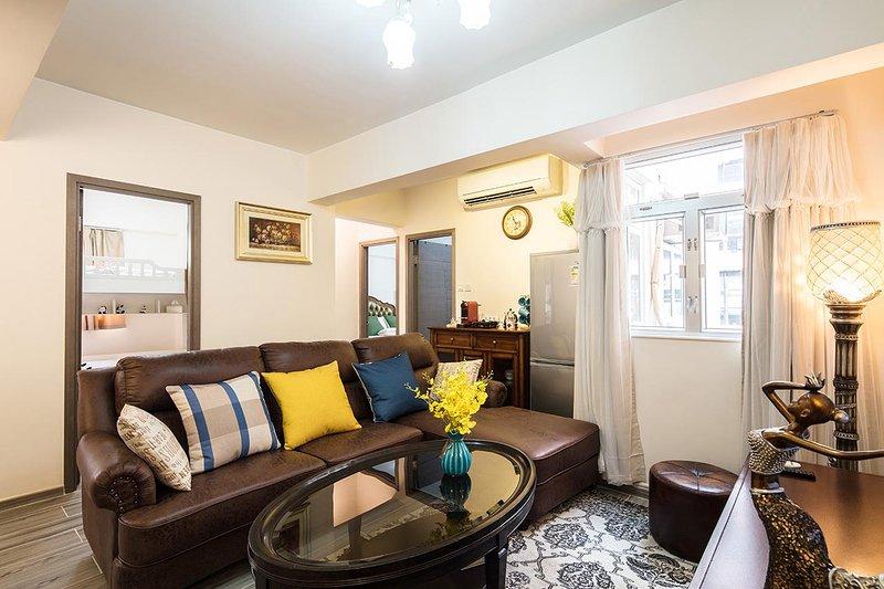 sala de estar con mesa de té grande (1,5 m ancho que el uso mesa de comedor)