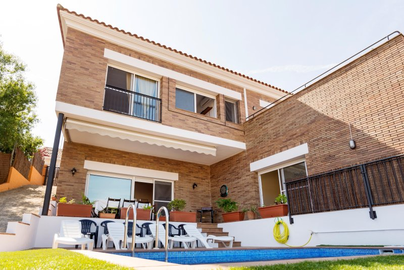 Sun, pool and beach in Barcelona coast, vacation rental in Arenys de Mar