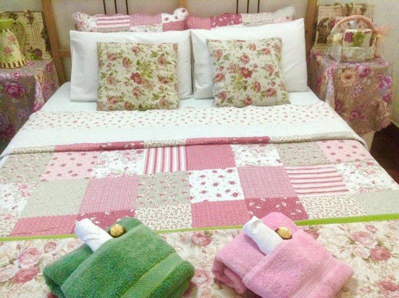 ASHLEY'S HOME EXPERIENCE - ROSE COTTAGE at GARDEN VILLA, holiday rental in Batu Gajah