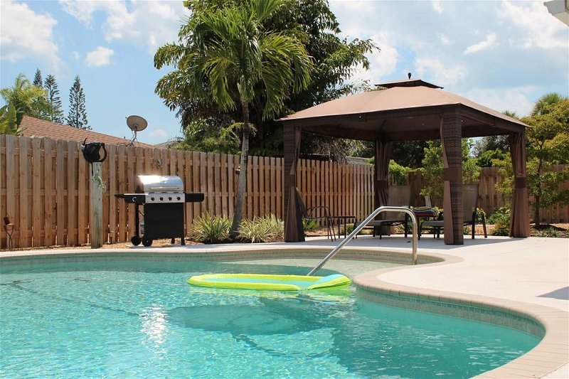 Pool home, mins to Anna Maria Is & IMG Academy, vacation rental in Bradenton