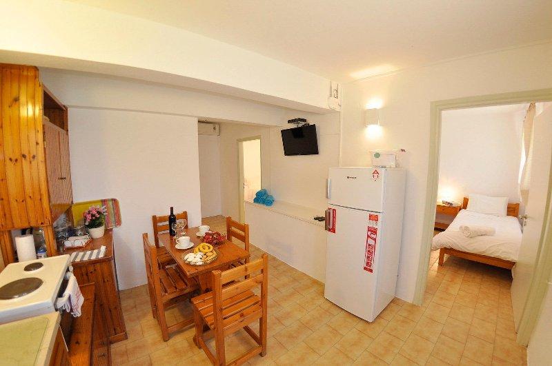 apartamento de 2 quartos, 1 minuto a pé do fron da praia de Agios Gordios,