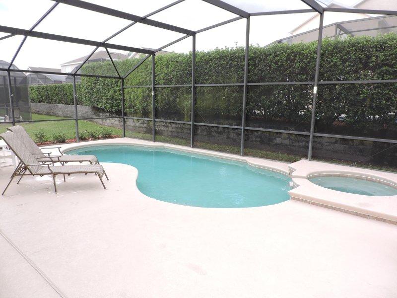 Grande terrasse de la piscine privée, idéal pour unbathing