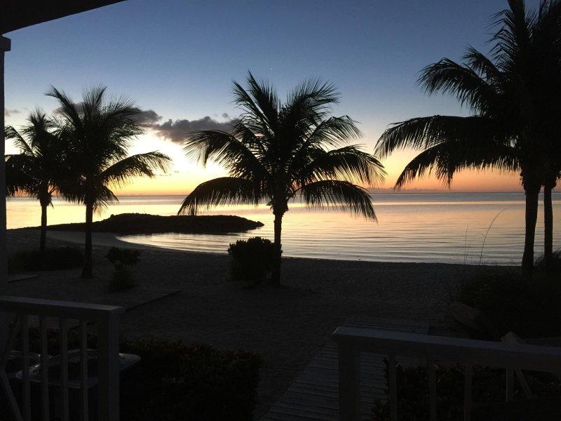 3 STEPS DOWN TO THE BEACH, location de vacances à Île de New Providence
