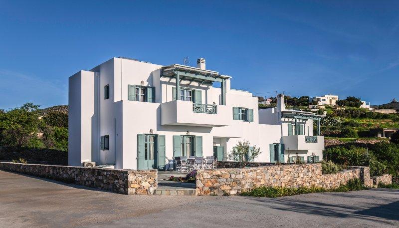 Maisonette Myrtia - Avrofilito Syros Houses, casa vacanza a Azolimnos