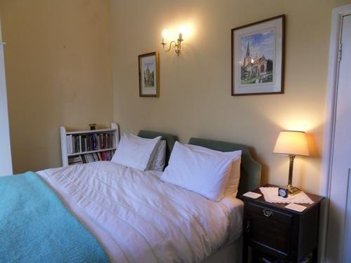 The Old School - Super Kingsize Bedroom, location de vacances à Chesterton