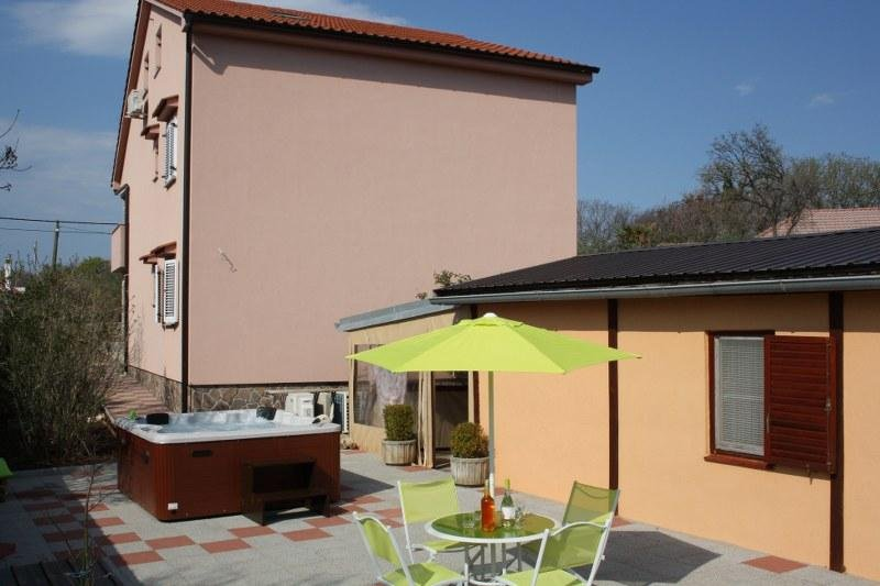 Lovely Room Milka with outdoor Kitchen area, holiday rental in Kornic