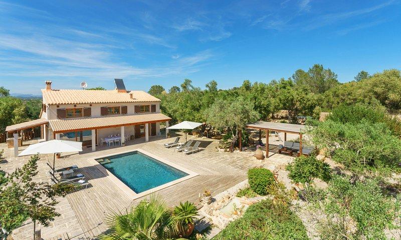 Villa estupenda con vistas y tranquilidad  con WI-FI  TV/SATELITE, location de vacances à Petra