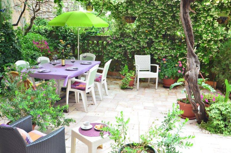 Nuestro romántico y relajante jardín de flores.