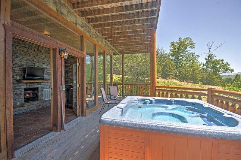Profitez d'une boisson rafraîchissante à l'extérieur sur le pont ou dans le bain à remous.