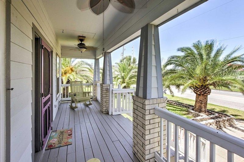 Traga seus amigos e familiares para ficar neste alojamento de férias em Galveston.