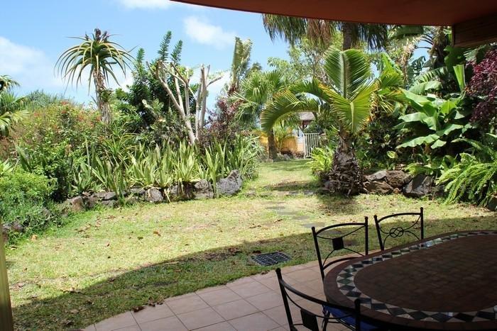 Varanda e jardim privado