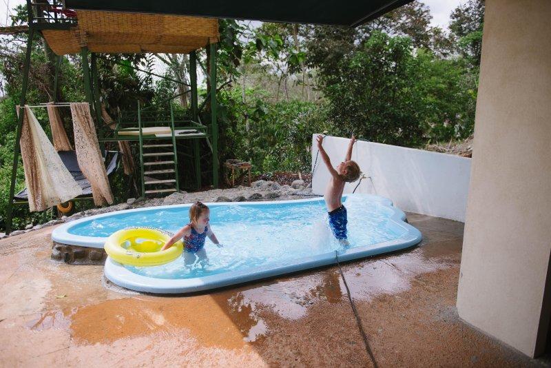 Kiddie piscina in modo che i bambini possono godere l'acqua, troppo