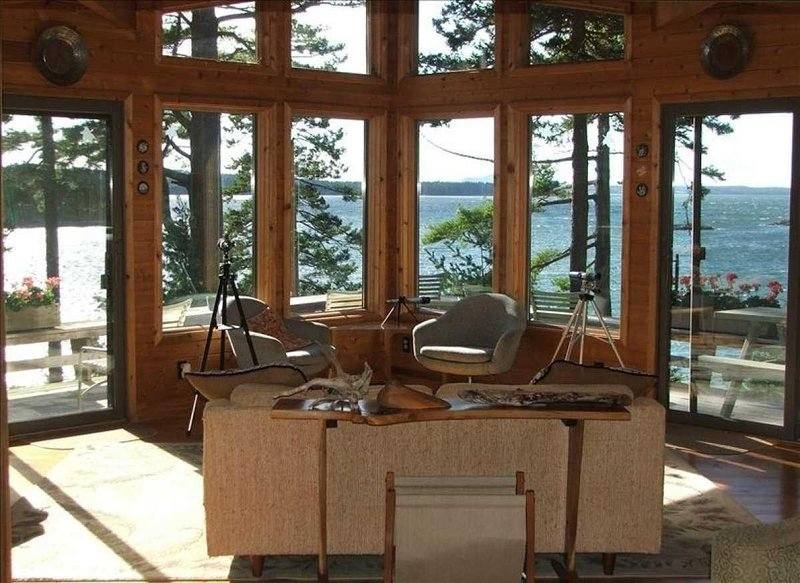 Tern II - oceanfront compound near Acadia National Park and Bar Harbor., holiday rental in Mount Desert Island