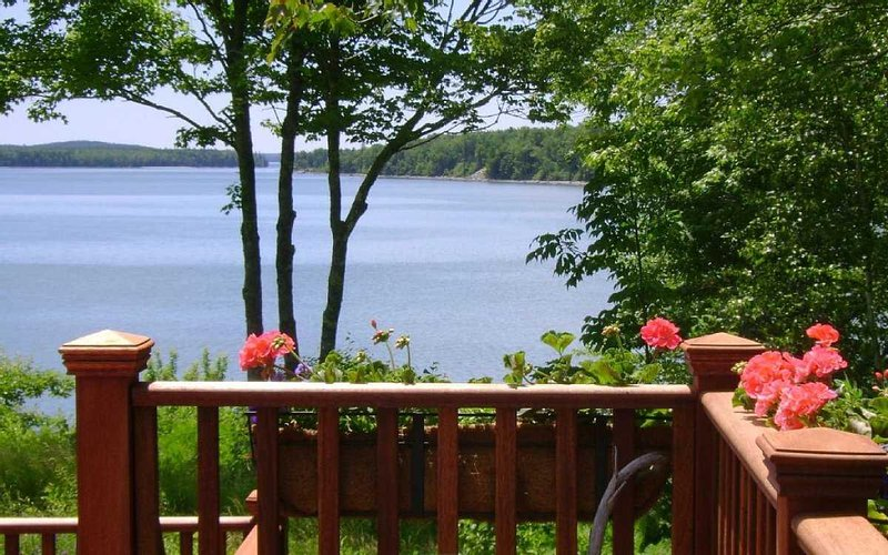 Biello Cottage - on the water in Trenton, vacation rental in Ellsworth