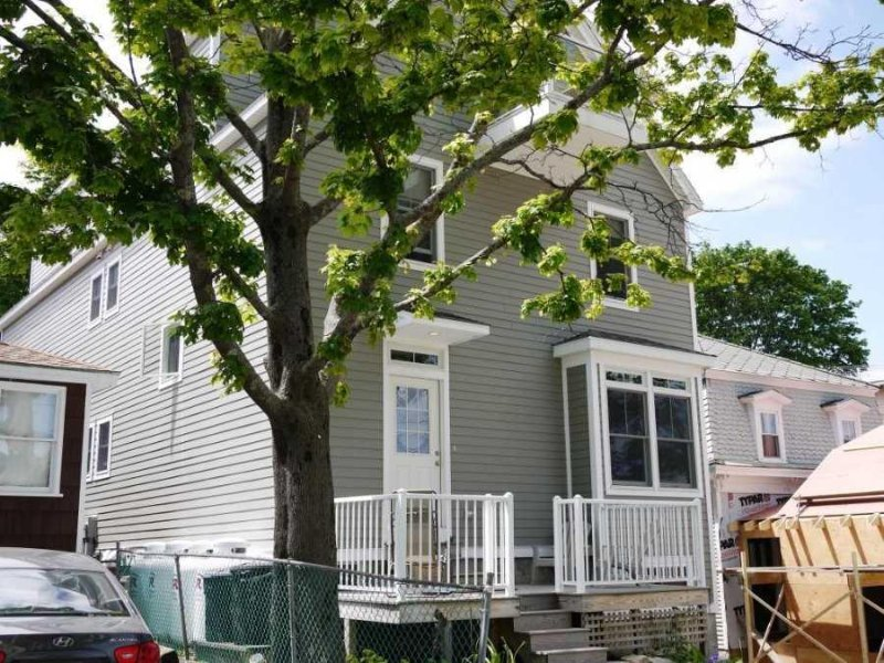 Hurley Cottage - large & modern, in the heart of Bar Harbor, walk to the harbor, alquiler de vacaciones en Bar Harbor