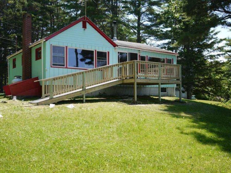 Bayside Road - Cozy cottage overlooking Union River Bay, casa vacanza a Trenton