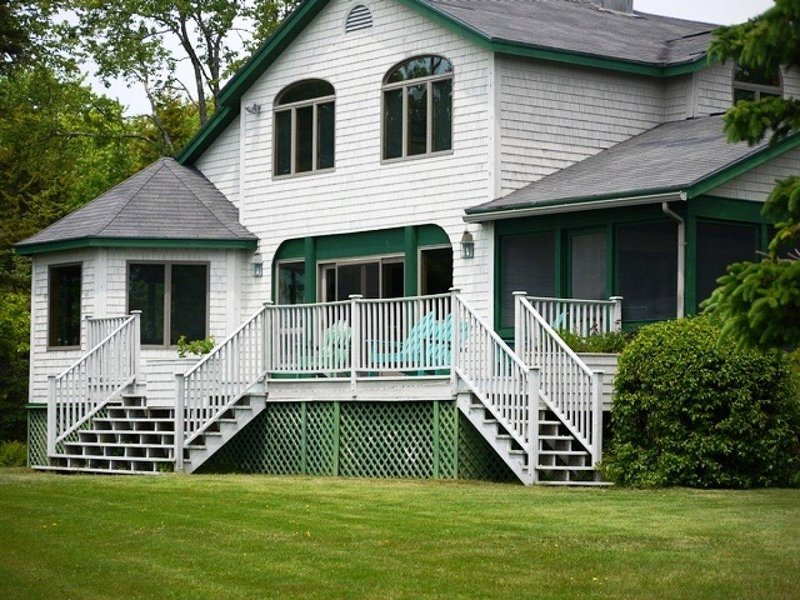 The Big House - waterfront privacy near Acadia National Park, vacation rental in Trenton