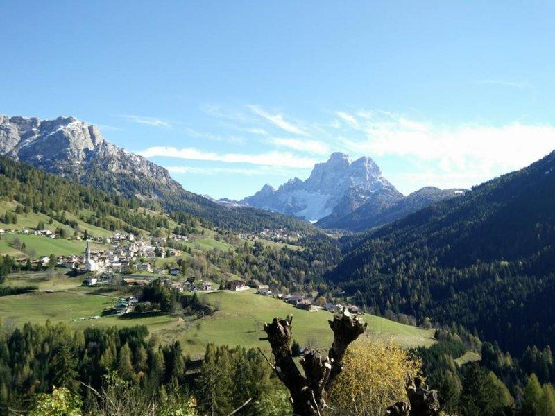 4 appartamenti ciascuno con il nome di un fiore di montagna. – semesterbostad i Colle Santa Lucia