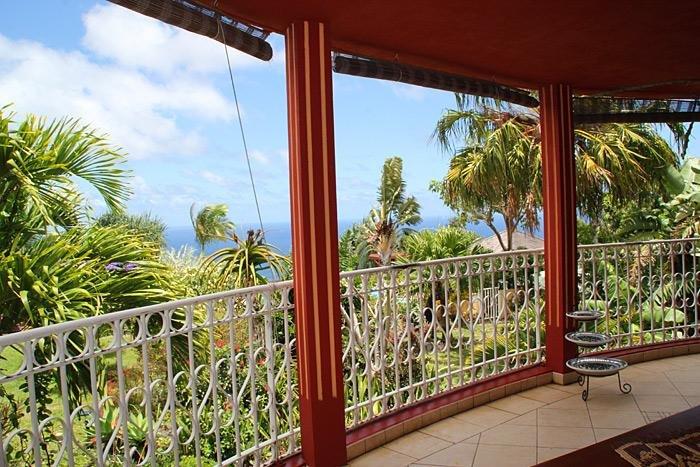 45 m2 de terraza con vista al mar y un jardín tropical