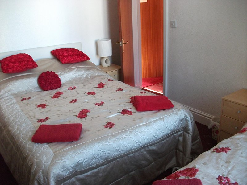 LAWNSWOOD APARTMENTS, holiday rental in Blackpool