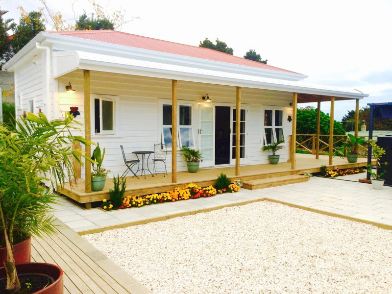 The Lotus Guesthouse, holiday rental in Omapere
