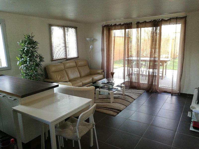 Bel appartement 2 chambres proche de Paris, holiday rental in Ozoir-la-Ferriere