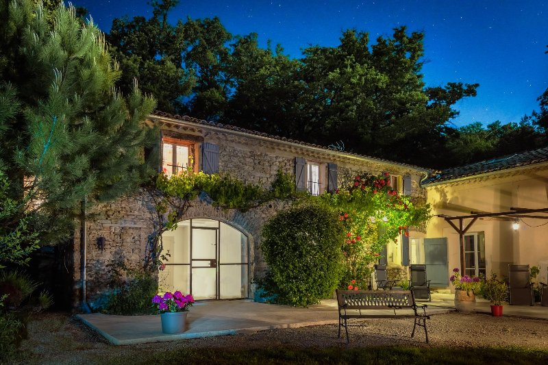 Les Beaux Chenes, old stonebuilt Mas, swimming pool,woodburner- 'St Maurice', holiday rental in Rochebaudin