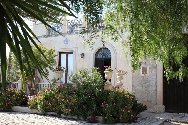 Splendida Villa fine 800 immersa nel verde dei vigneti e della campagna ragusana, location de vacances à Gela