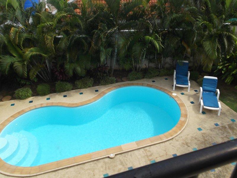 Pool-Bereich von der oberen Terrasse