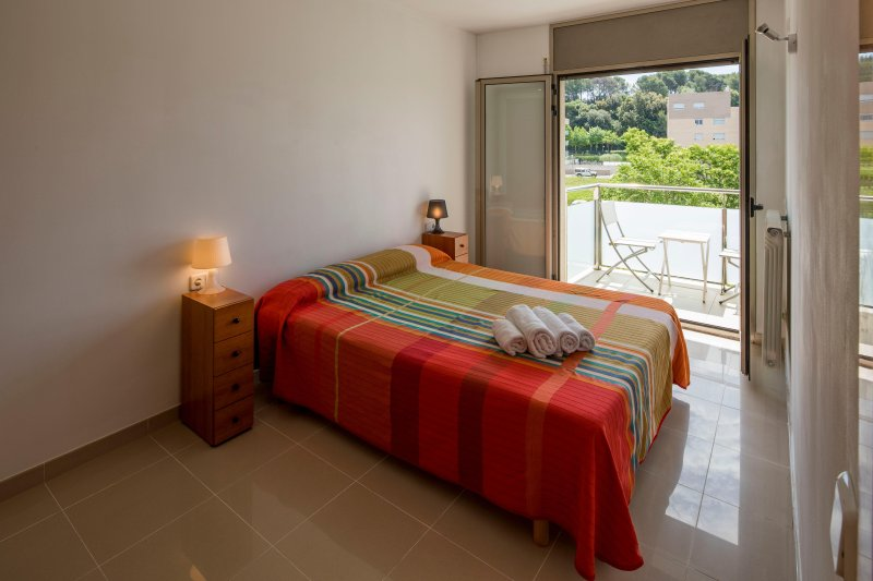 Apartamento en Girona con parking privado, vacation rental in Sant Gregori