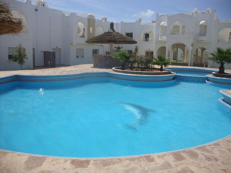 Magnifique duplex ds residence avec piscine au bord de la mer, holiday rental in El Jadida