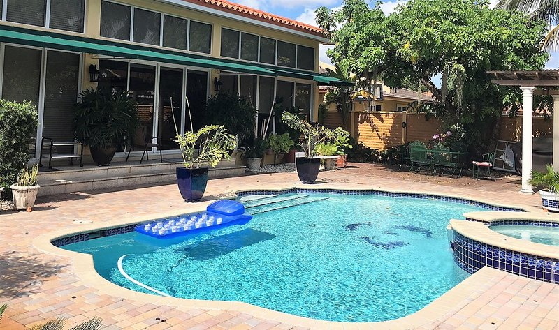 Airport Apt 1/1- Private Pool, holiday rental in University Park
