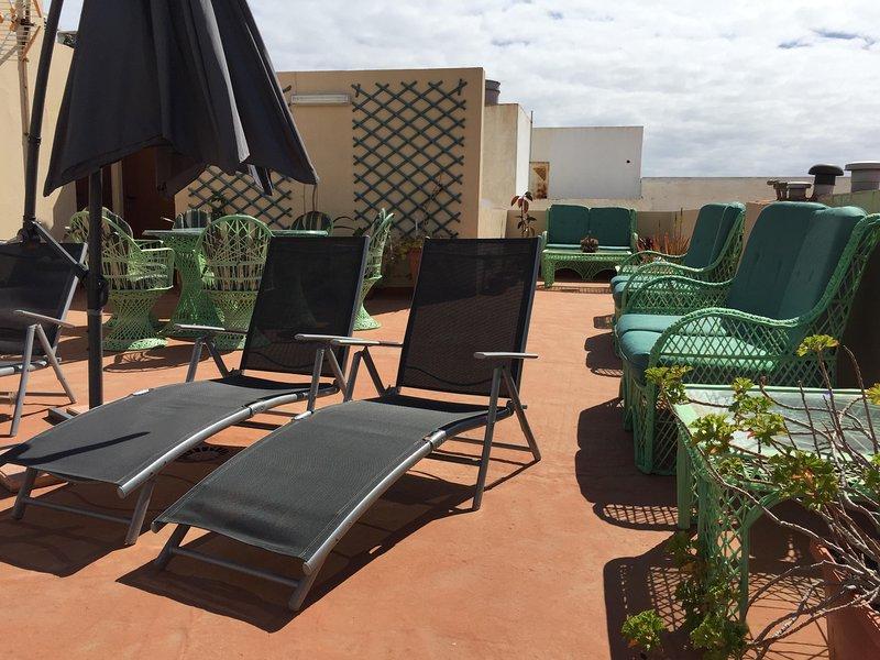 Serena Beach Apartment Wifi/sat, holiday rental in El Burrero