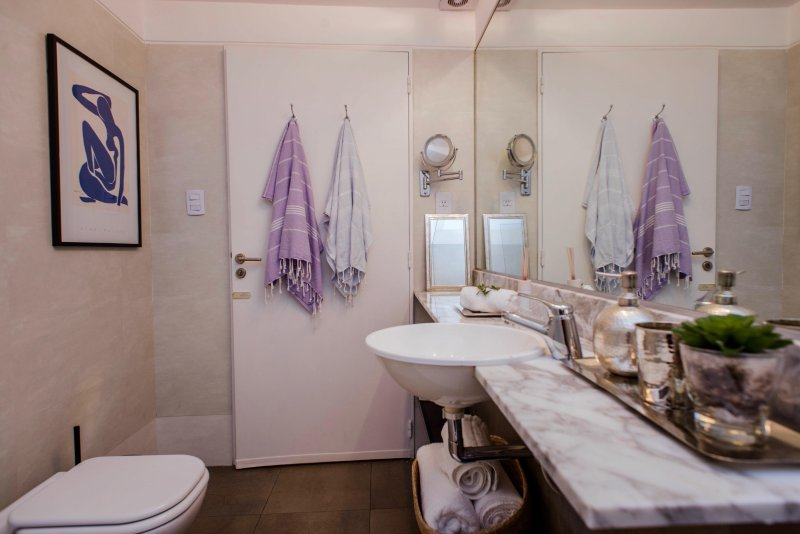 Mirrored wall in the bathroom and luxurious amenities