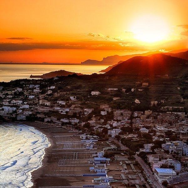 vacanza a Gaeta nel borgo, vicino al mare, aluguéis de temporada em Gaeta