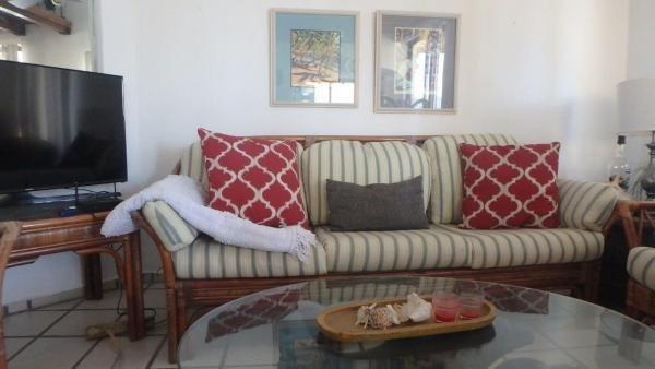 sala de estar soleado con los altavoces del televisor, WiFi y Bluetooth Android.