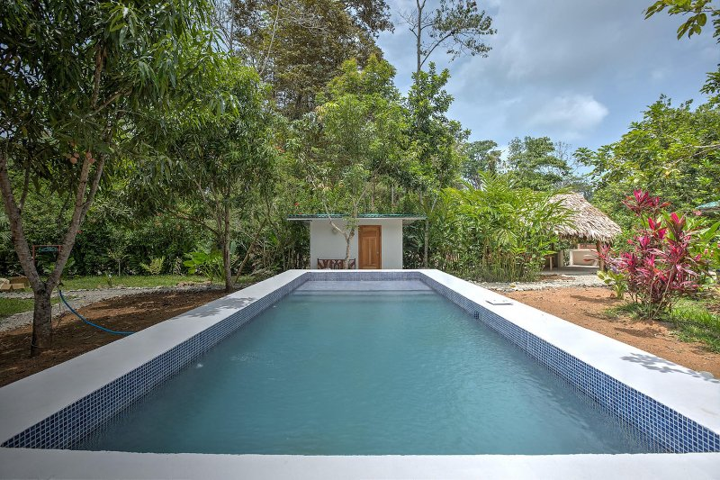 Villa Mango pool and private garden - 5mm Beach and National Park