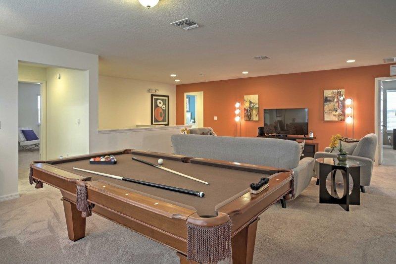 Esta casa de vacaciones en Davenport ofrece alojamiento para hasta 15 huéspedes.