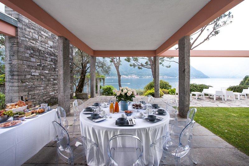 Desayuno con vistas al lago.