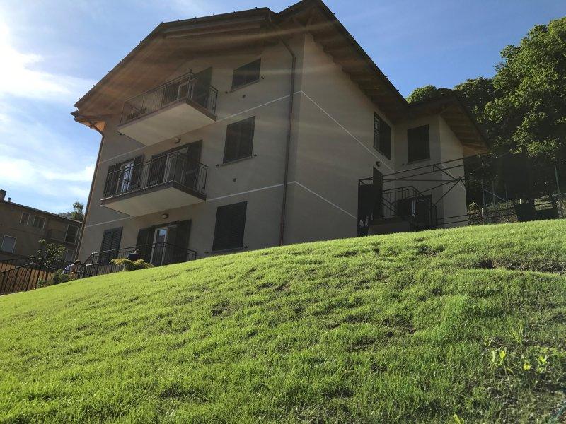 Lake Como - Casa il Melo - Appartamento Josephine, casa vacanza a Dongo