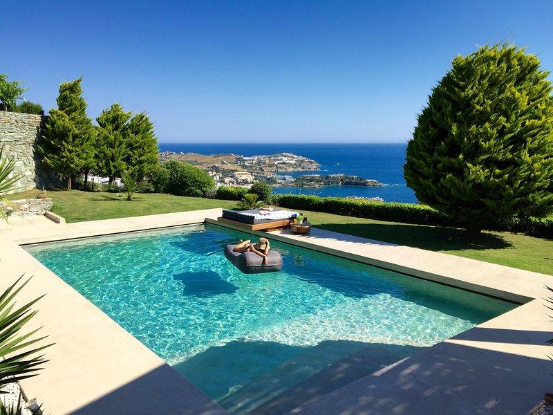 Mama La Roosa Elegant Boutique Villa, vacation rental in Agia Pelagia