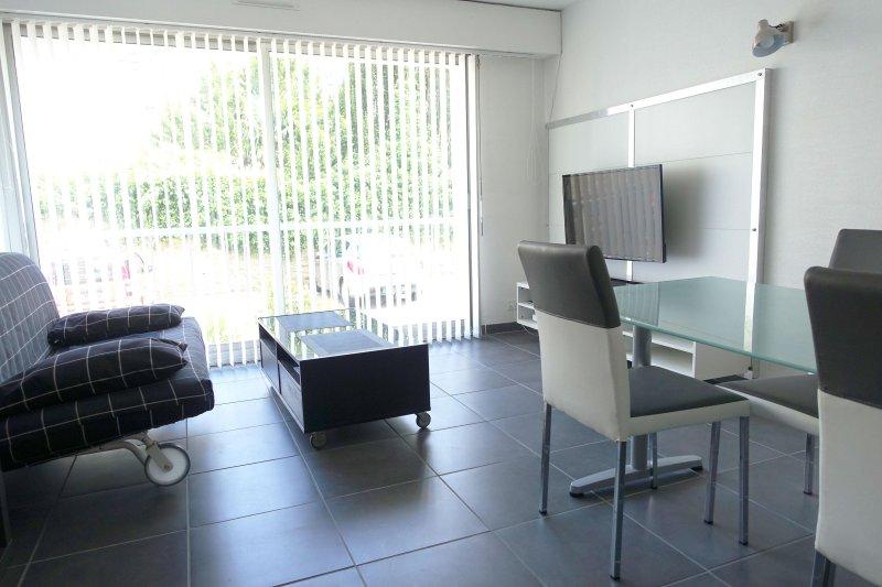 Appartement centre ville avec parking sécurisé, vacation rental in Quimper