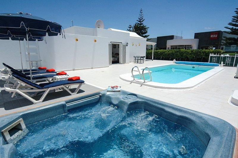 Casa del Rio-2bed villa with wifi and hot tub, alquiler de vacaciones en Lanzarote