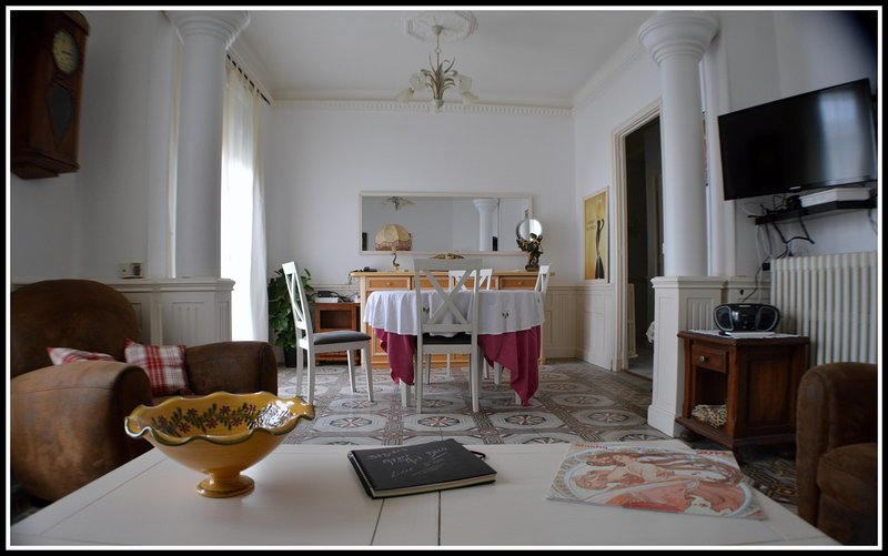 Béziers Character apartment near restaurants, bars, shops, in the heart of town